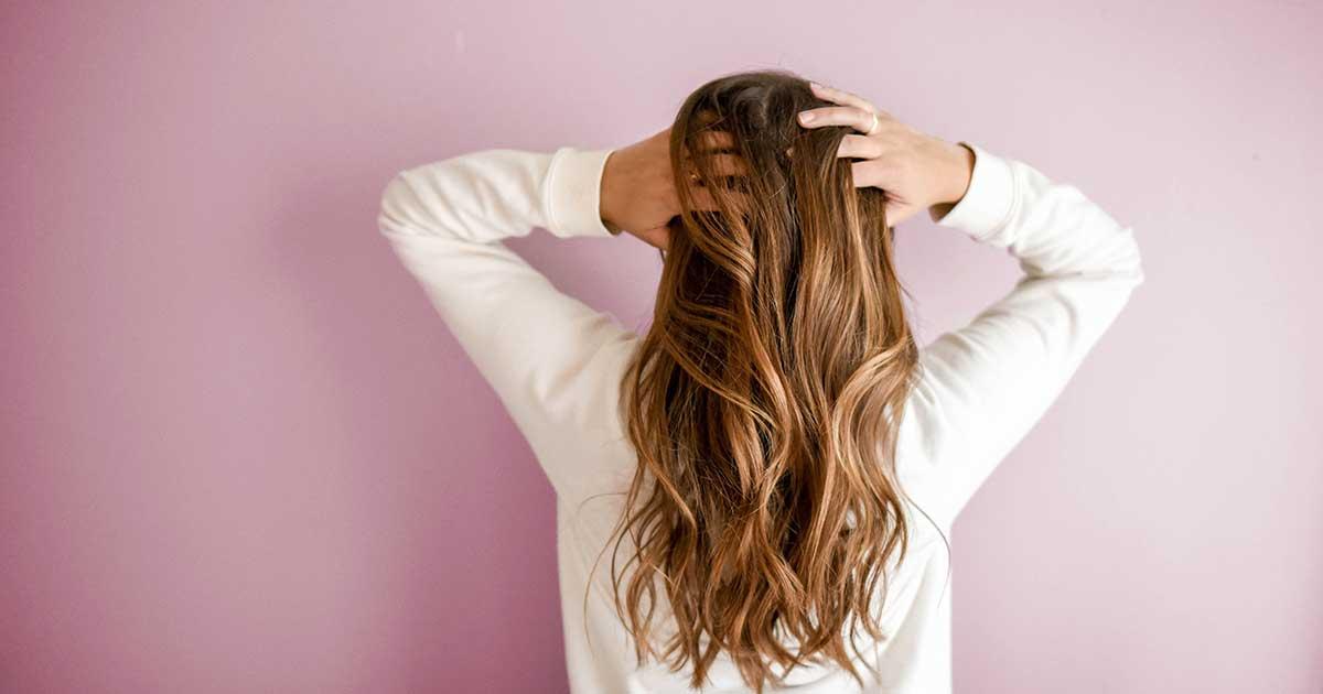 5-pakitimai-kuriuos-pastebesite-savo-plaukuose-naudodami-bambuko-anglies-sampuna